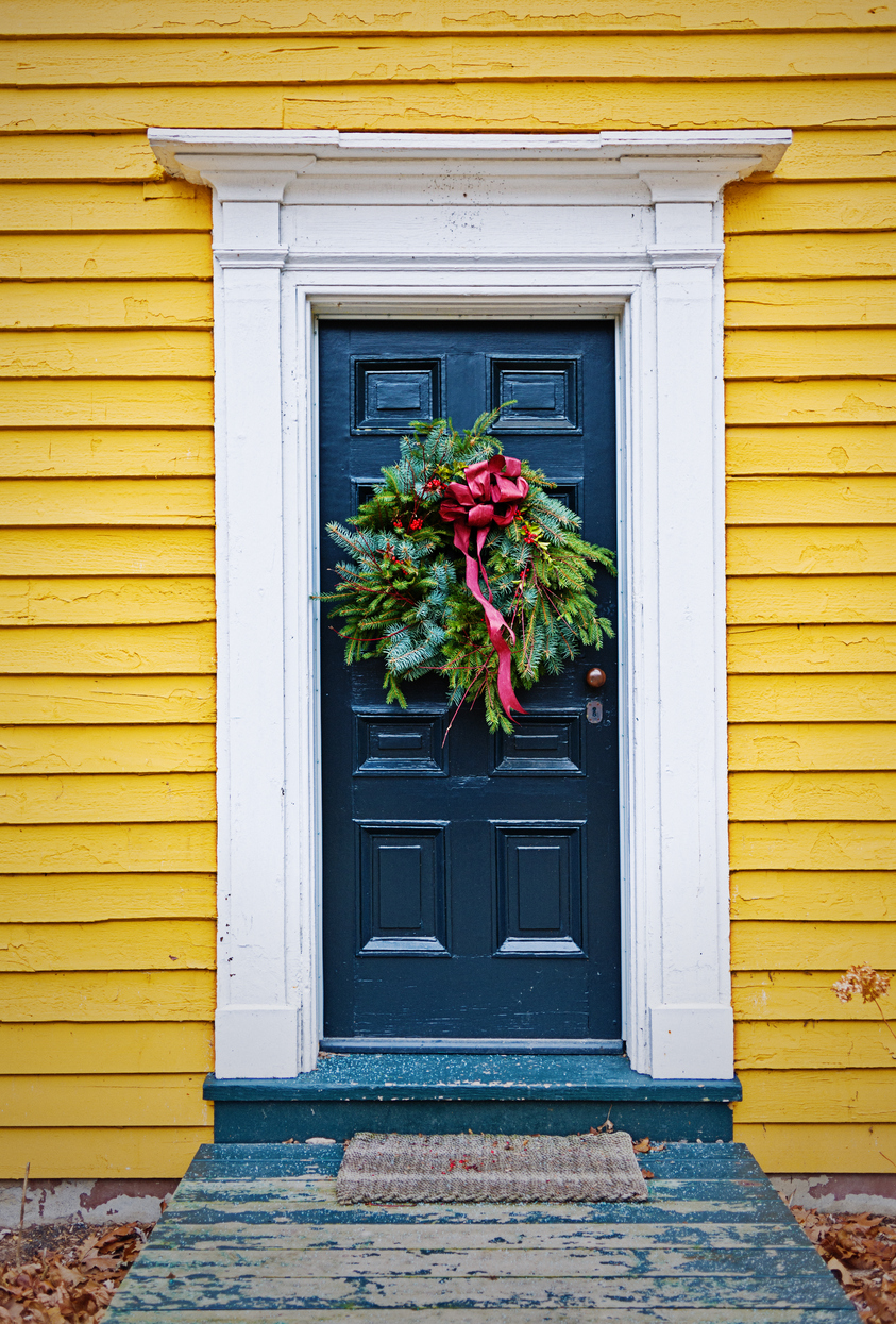 Simplistic and Festive Holiday Decorating Is Best for Holiday Rentals