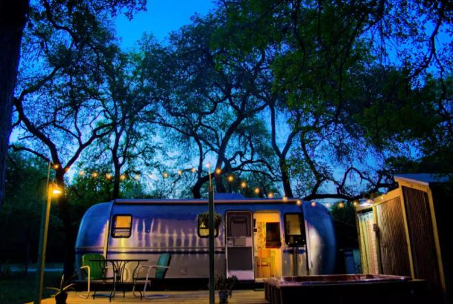 Restored Airstream Texas - Alternative Airbnb Accommodations Futurestay