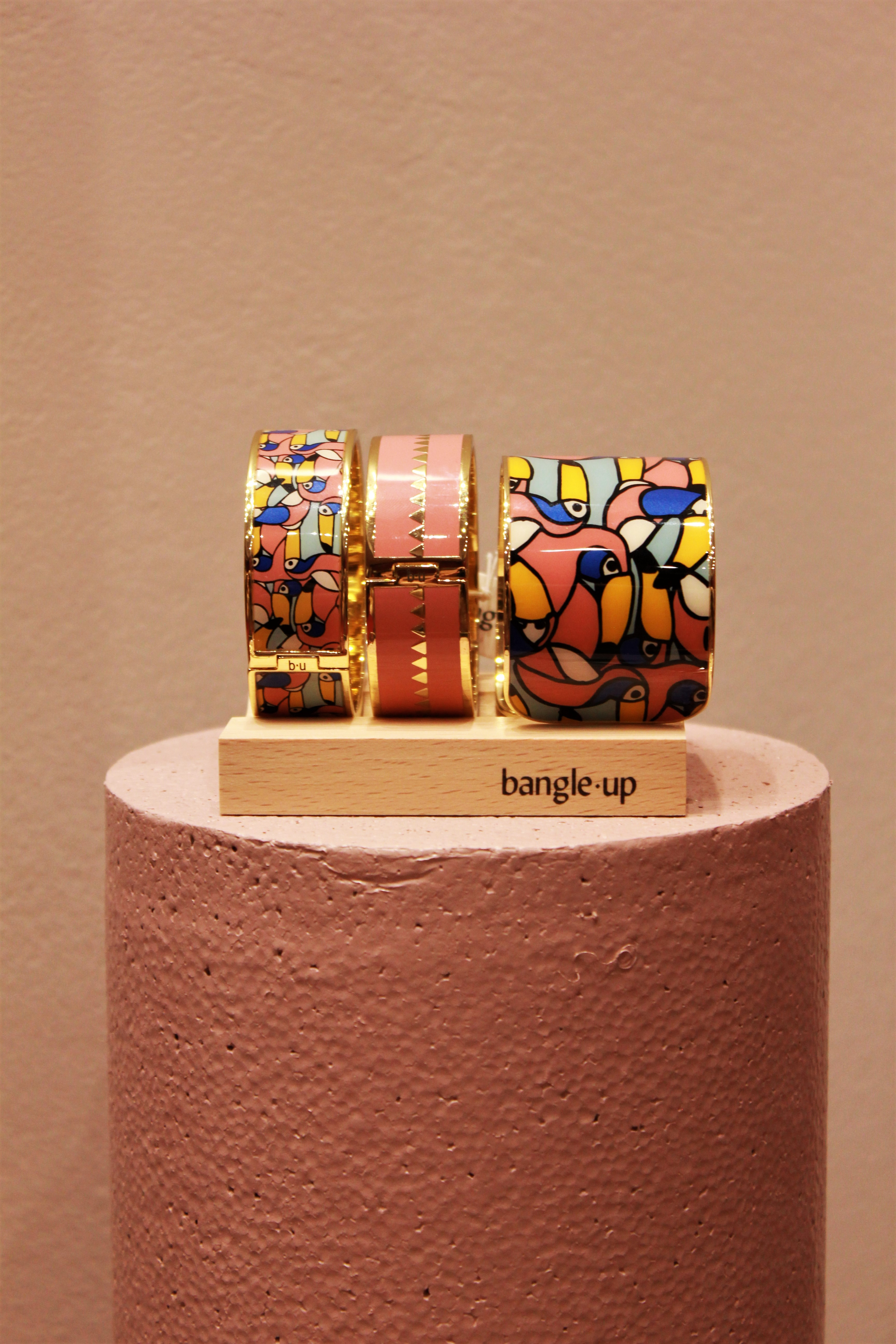 Get up, stand up…bangle up ! Pop-up store !