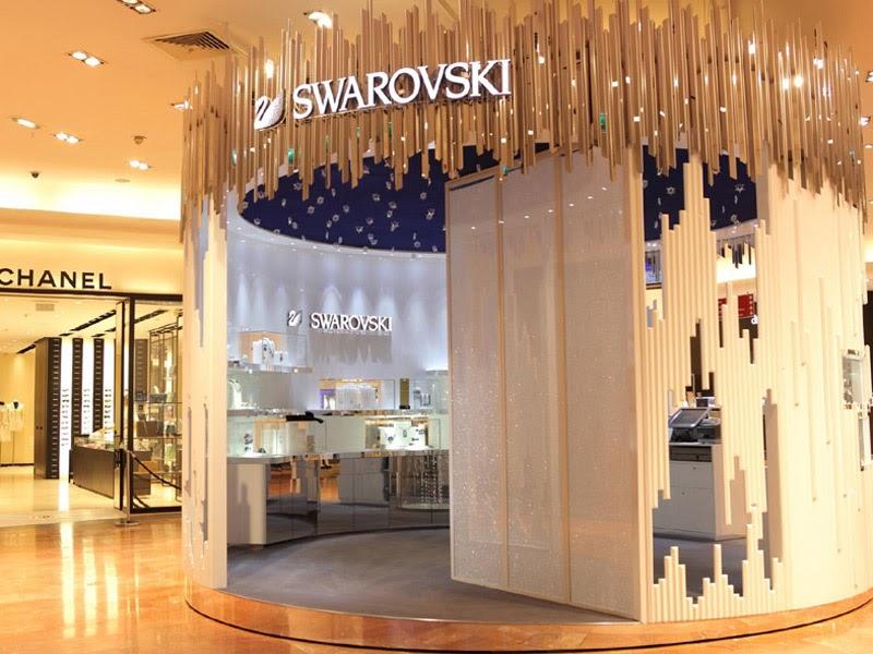 Pop up store kiosque bijoux Swarovski