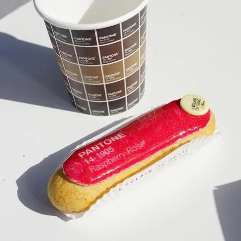 Café et éclair au chocolat pour le lancement du pop up store ©Pantone