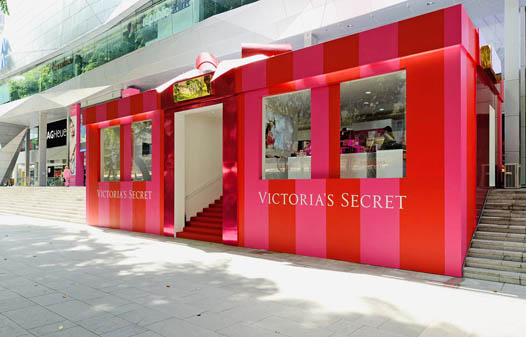 Le pop up store Victoria Secret à Singapour ©Storefront