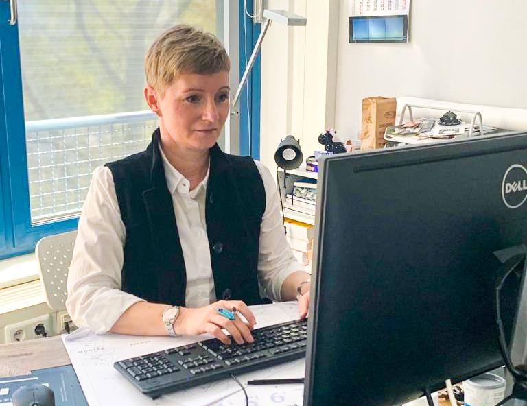 Verena Lenzko bei der Arbeit