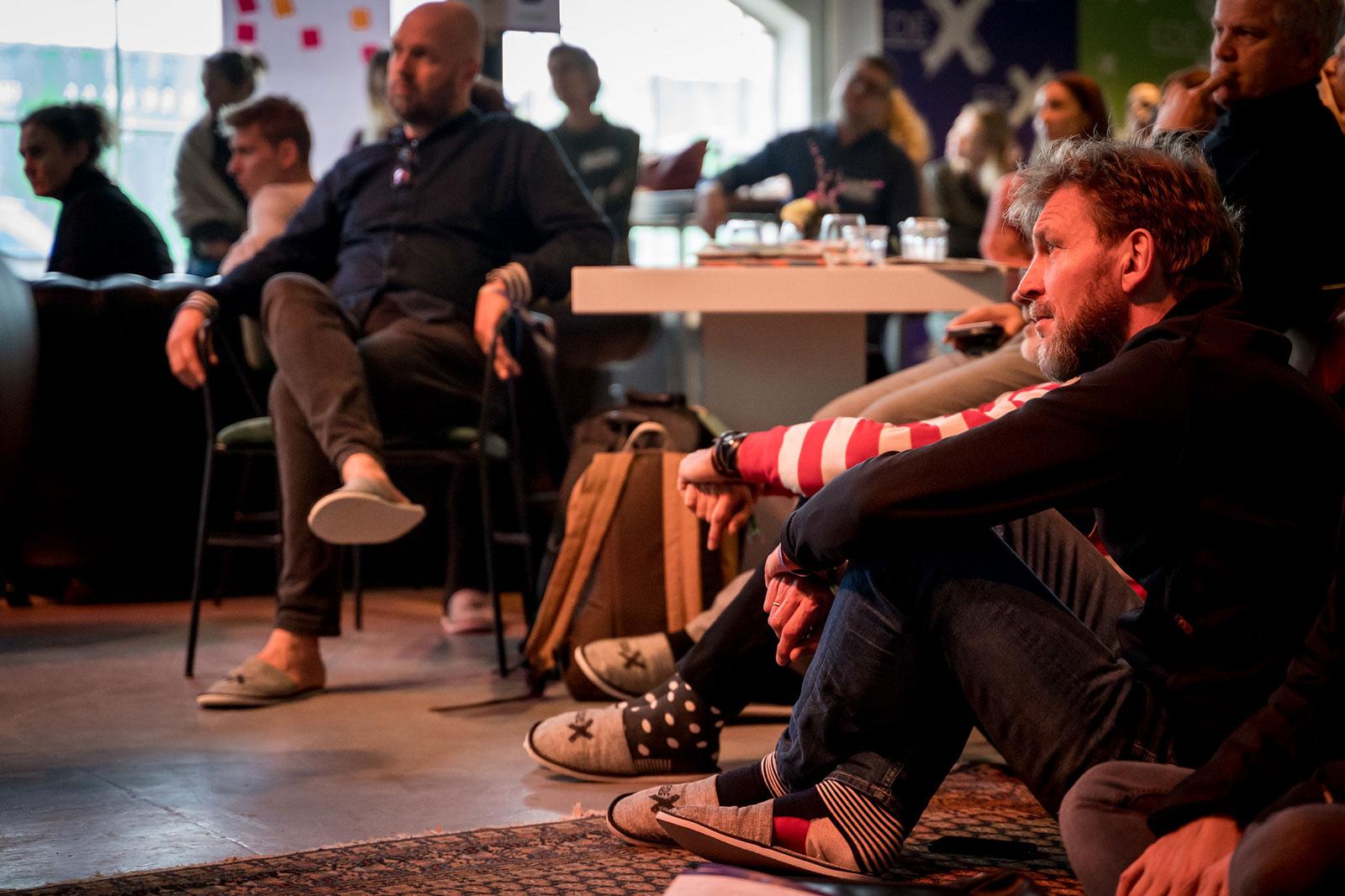 EDEX 2020 - Aandachtig aan het luisteren naar een expert spreker van Pulsed