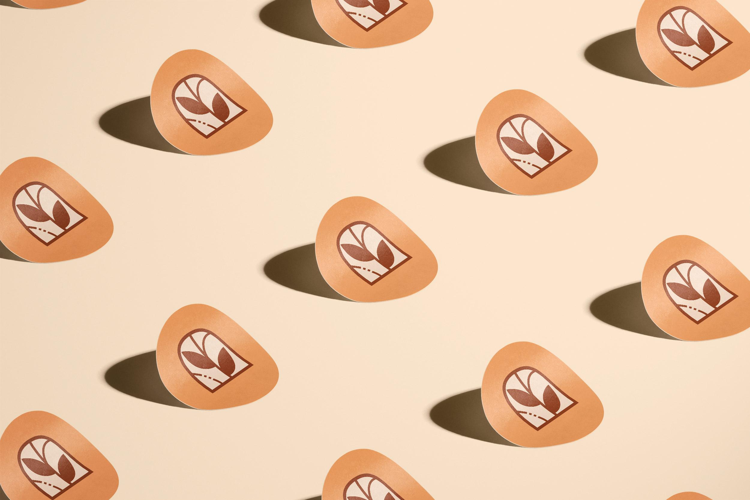 Studio Rosiinan tarrat brändimerkillä ja oranssilla taustalla