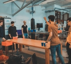 Multiple Fontys Pulsed students are playing a non-alcoholic version of the beerpong game