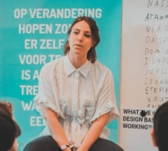 Fontys Pulsed students listening attentively during an interview from an expert