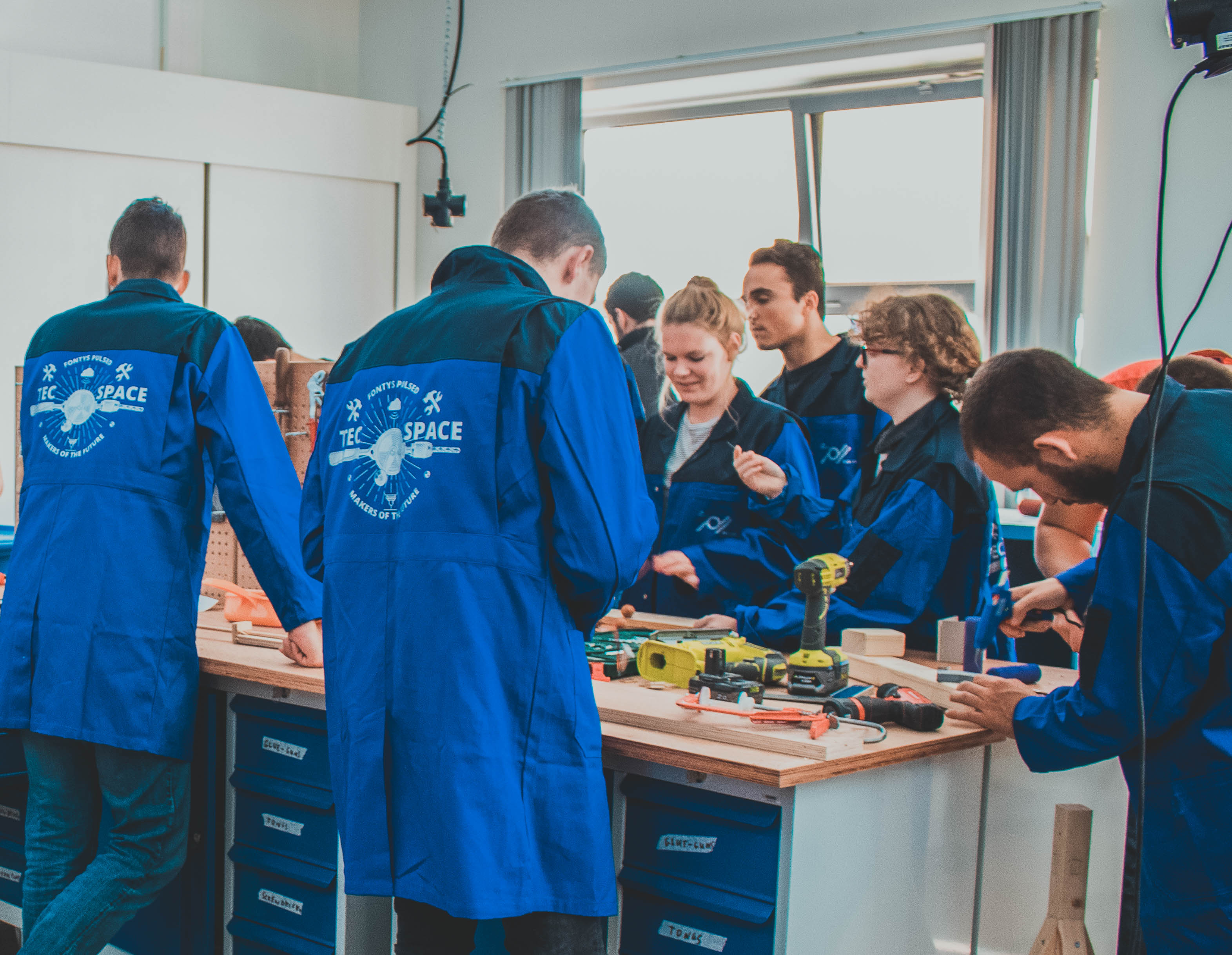 Fontys Pulsed engineering prototypes together in the TEC space