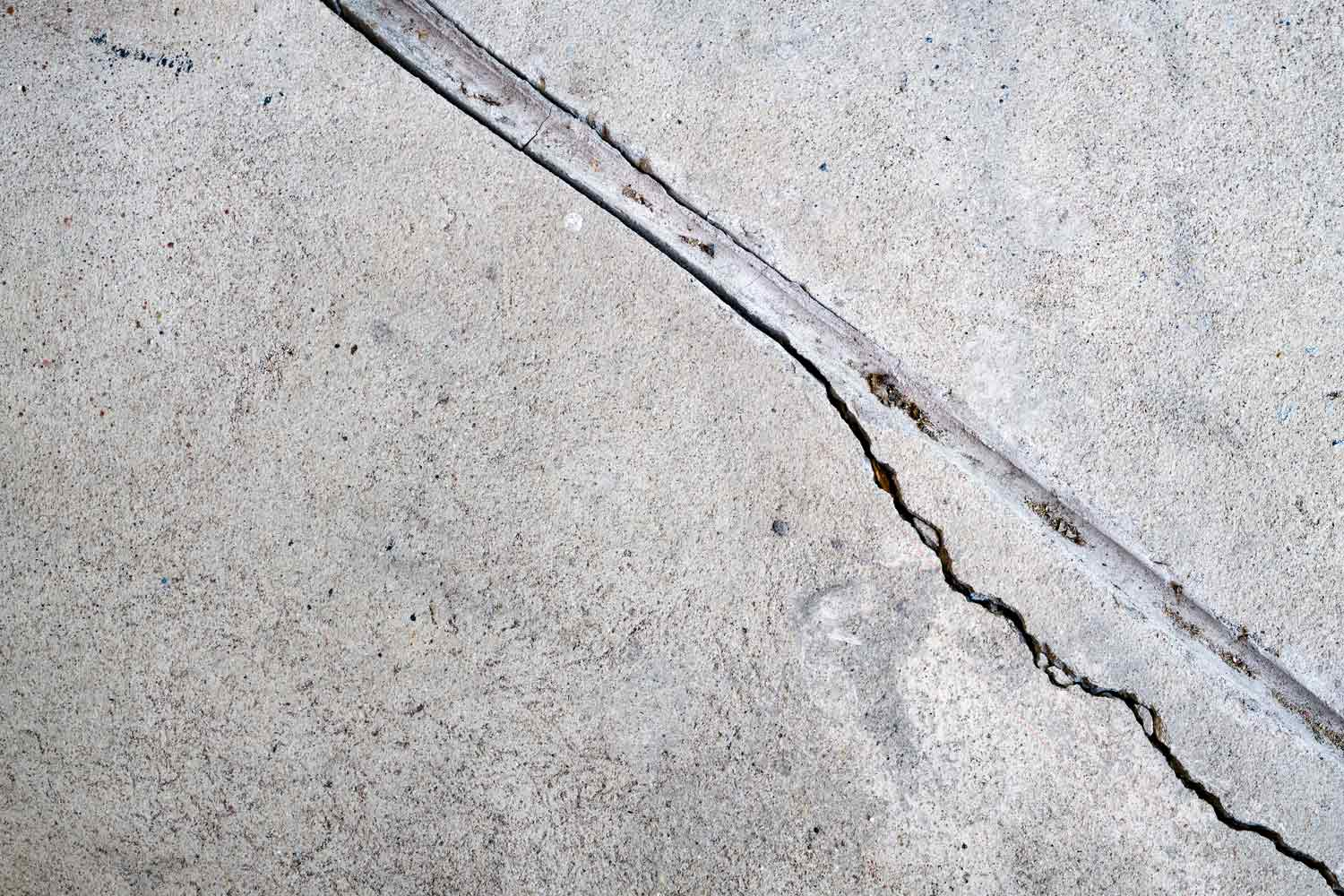 How to prevent concrete from cracking