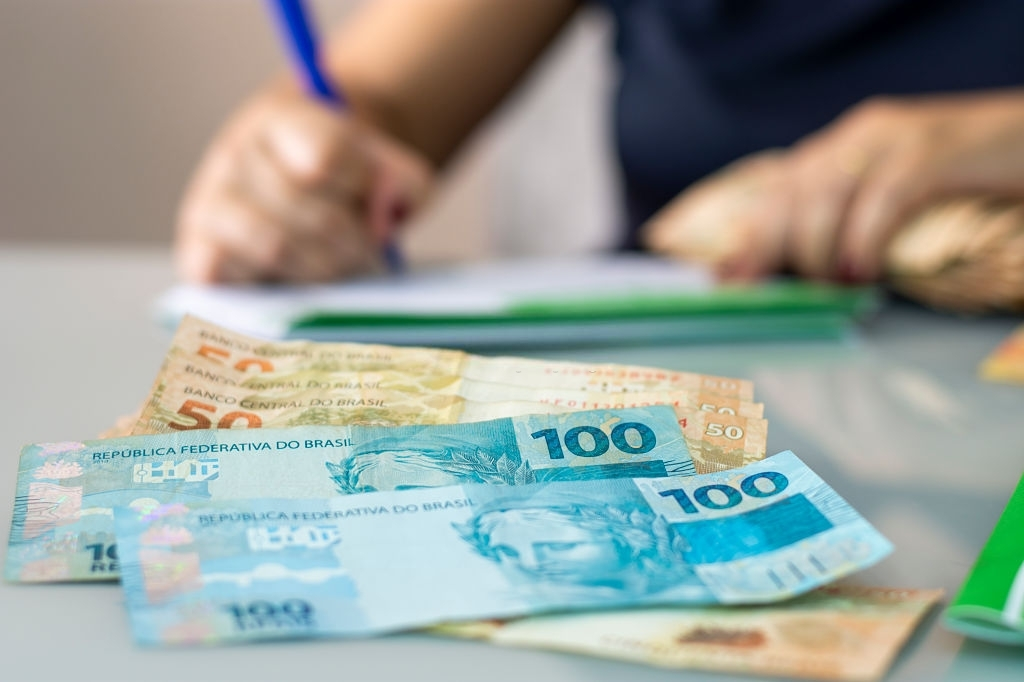 como calcular o salário de síndico
