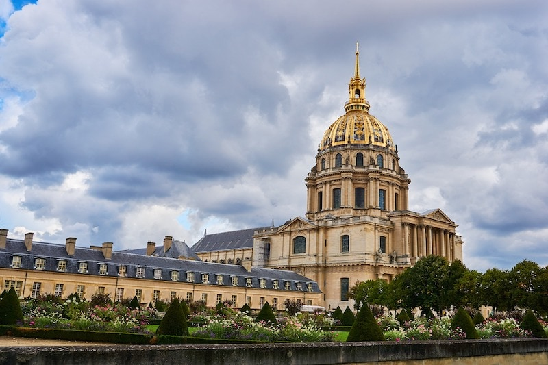 Day view of the Hôtel des Invalides with the iconic dome church and its glittering golden roof