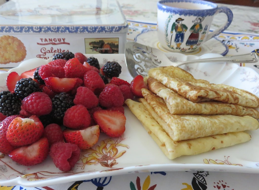 Crêpes with berries