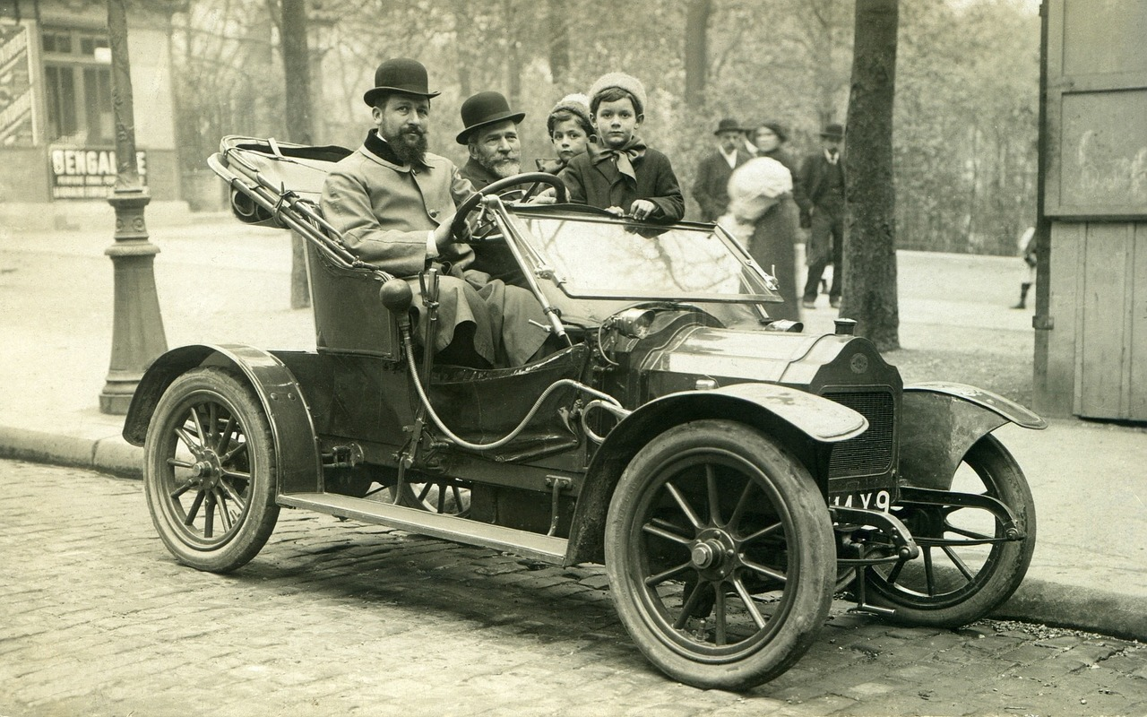 A look at France in the 1800s and an ancient automobile