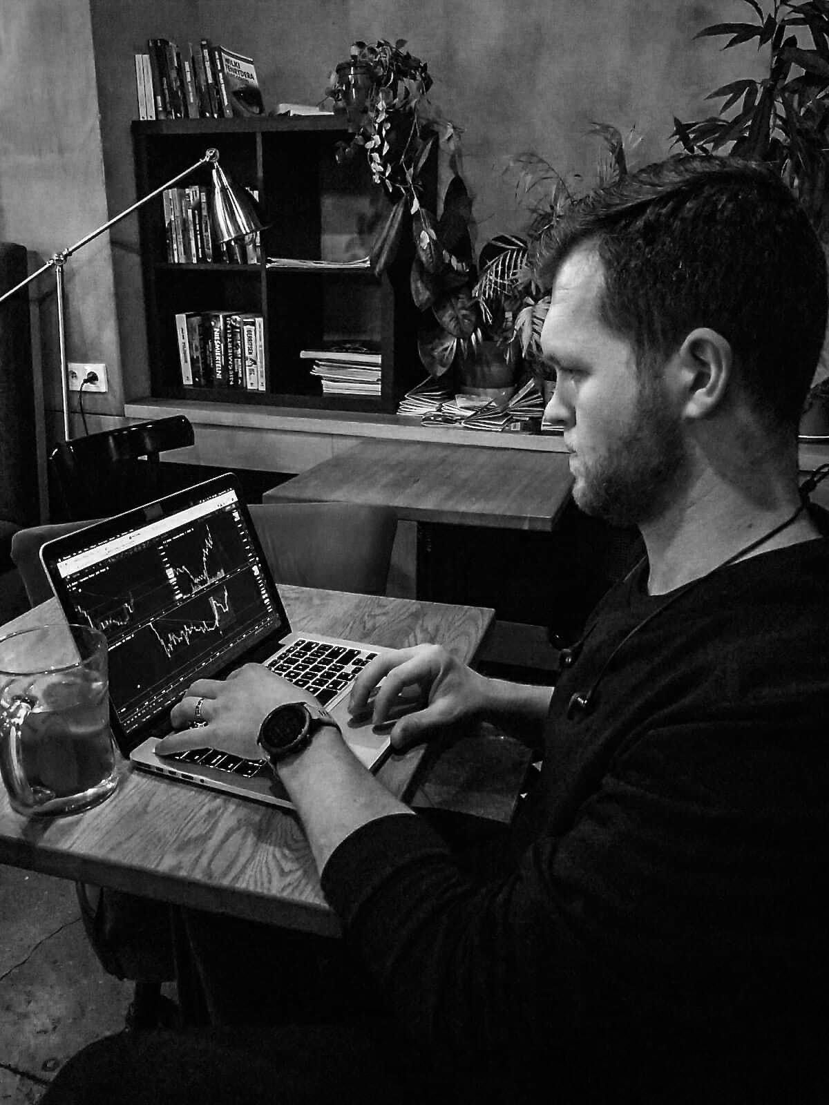 Jakub living the laptop lifestyle