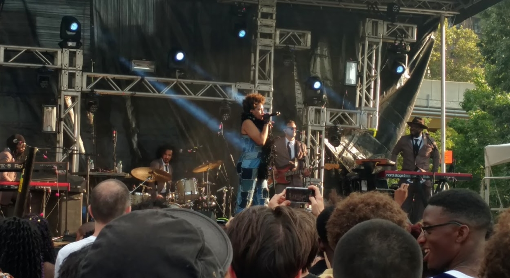 Macy Gray on stage