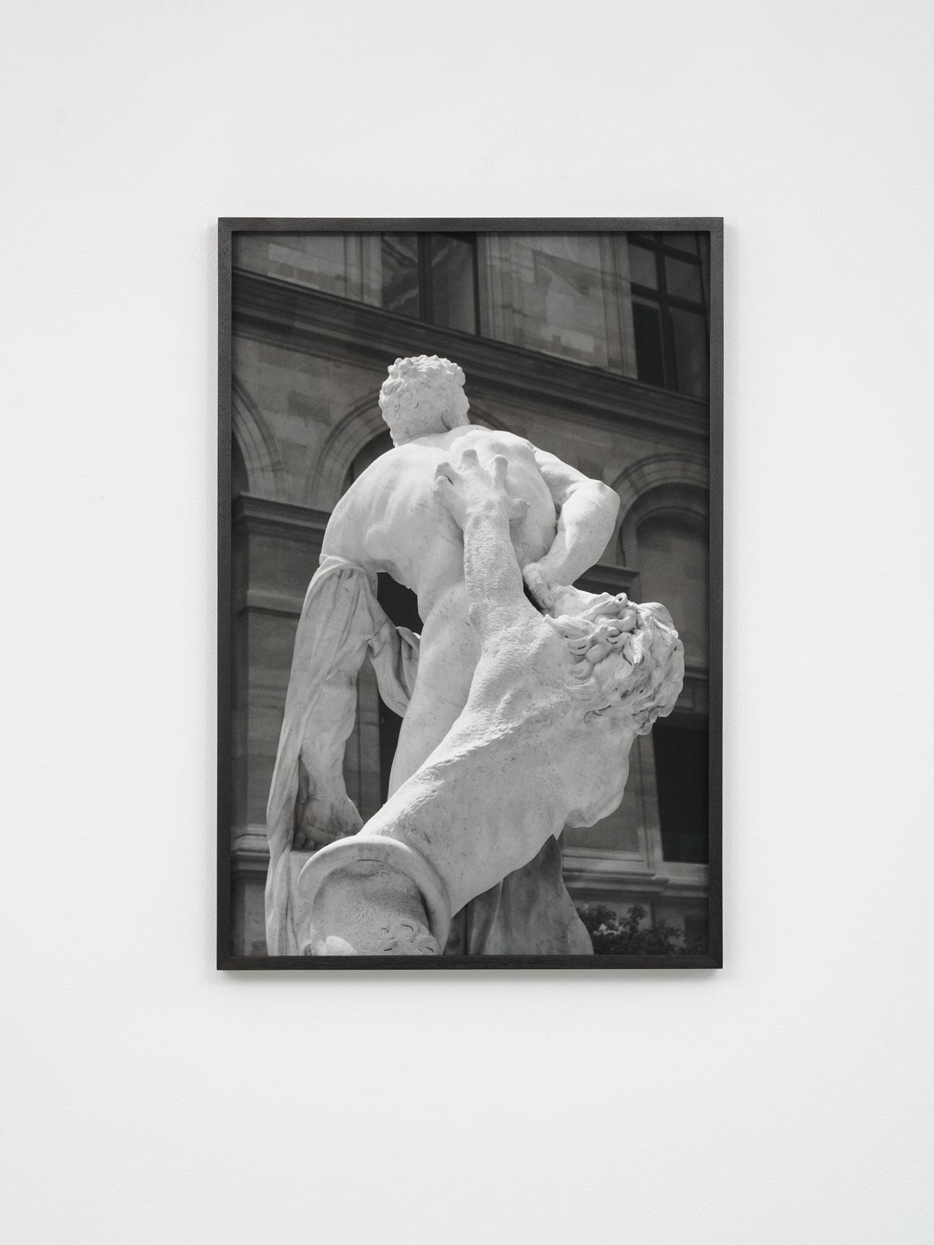 von-allen-seiten_Karweick_Moritz_Puget-Milot-of-Crotona-Paris_2021_05