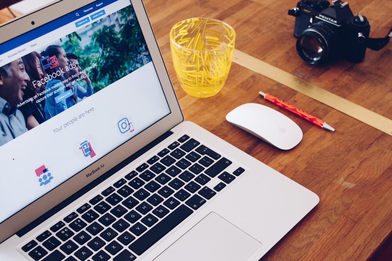 organic vs. paid social media marketing