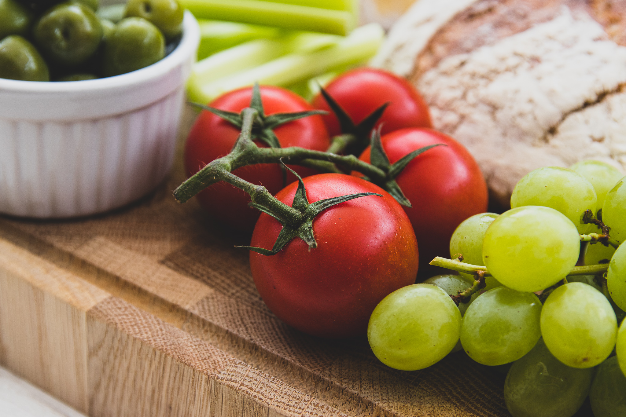 Tomato, grapes and bread