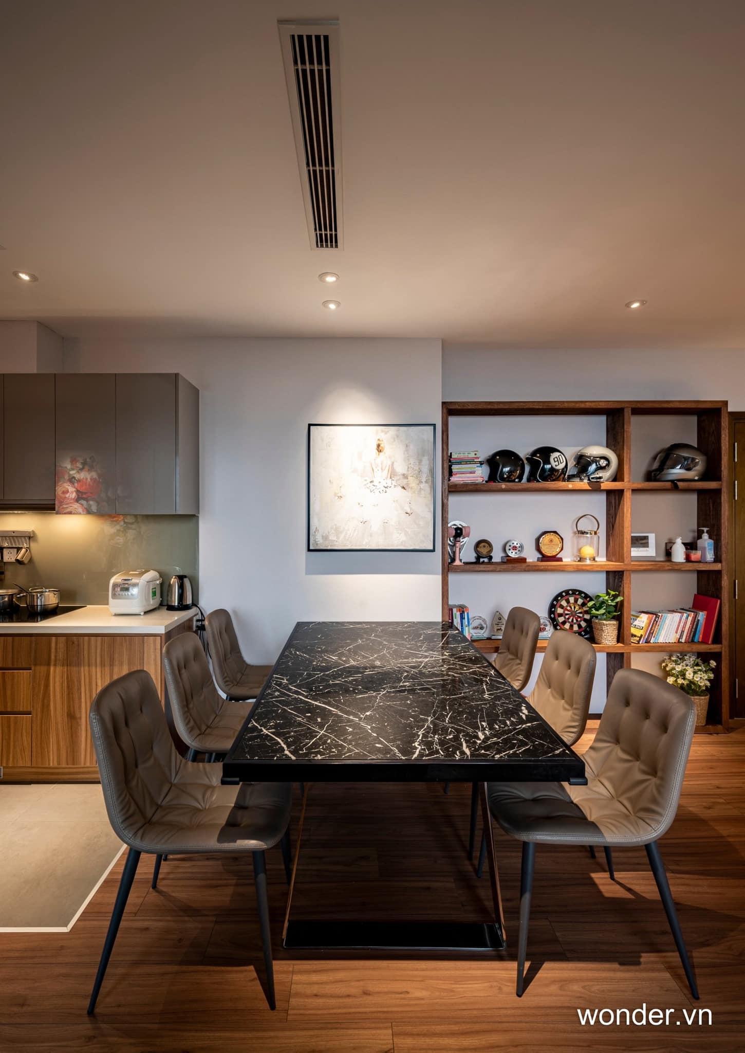 Có thể là hình ảnh về bàn, phòng khách và văn bản cho biết 'wonder.vn'