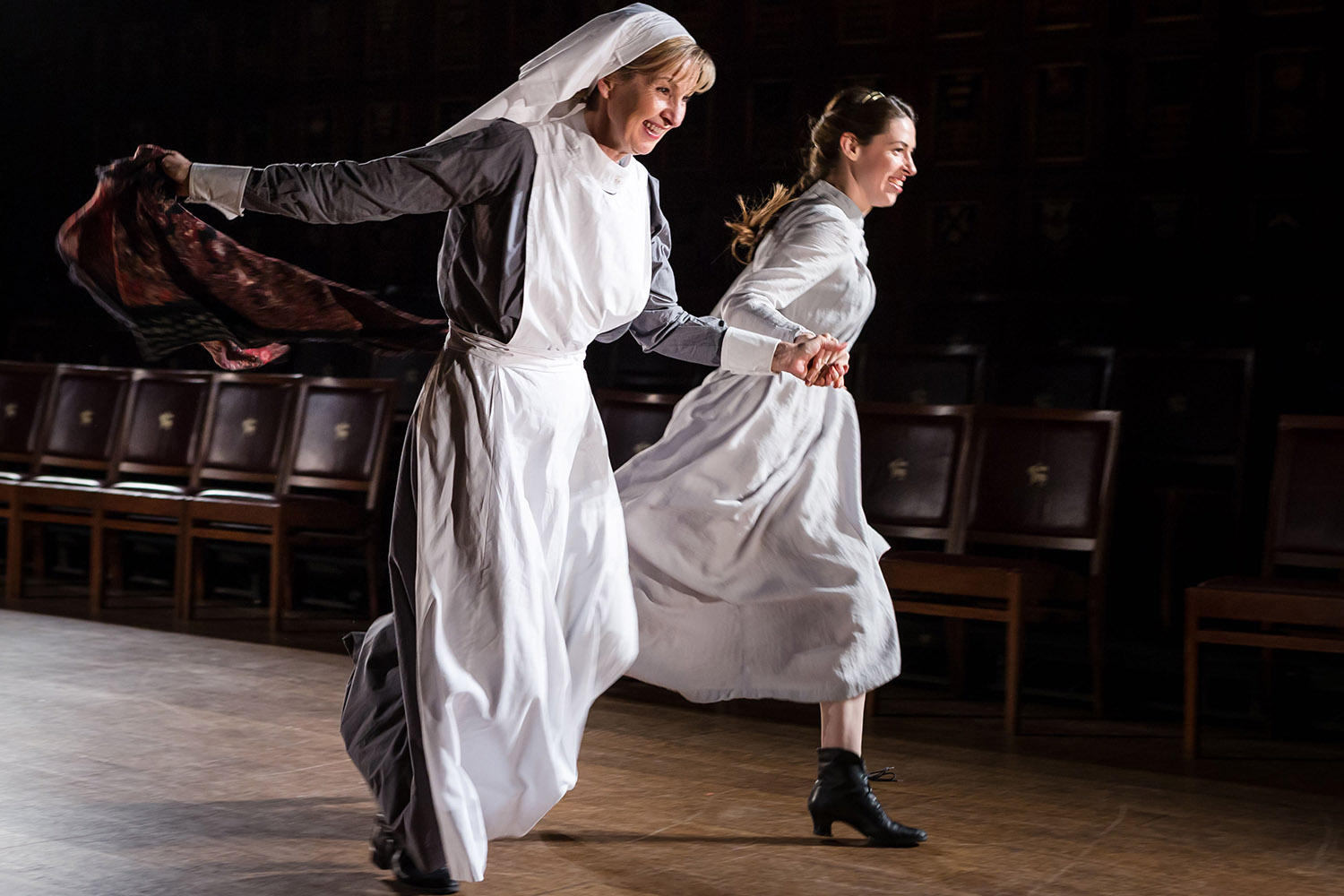 Louise Templeton and Floriane Andersen in Antic Disposition's Henry V (2015)