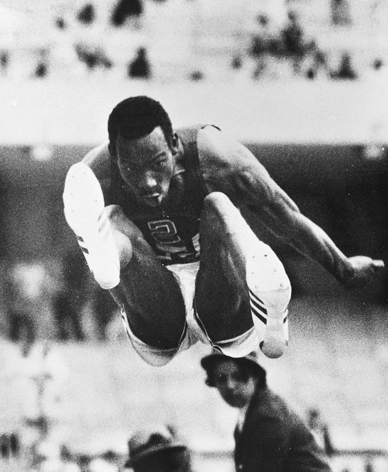 https://upload.wikimedia.org/wikipedia/commons/thumb/f/ff/Bob_Beamon_1968.jpg/800px-Bob_Beamon_1968.jpg