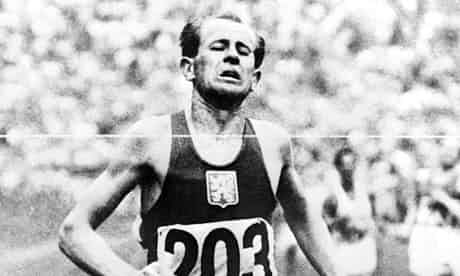 C:UsersLeeDesktopEpicEmil-Zatopek-winning-the--008.jpg