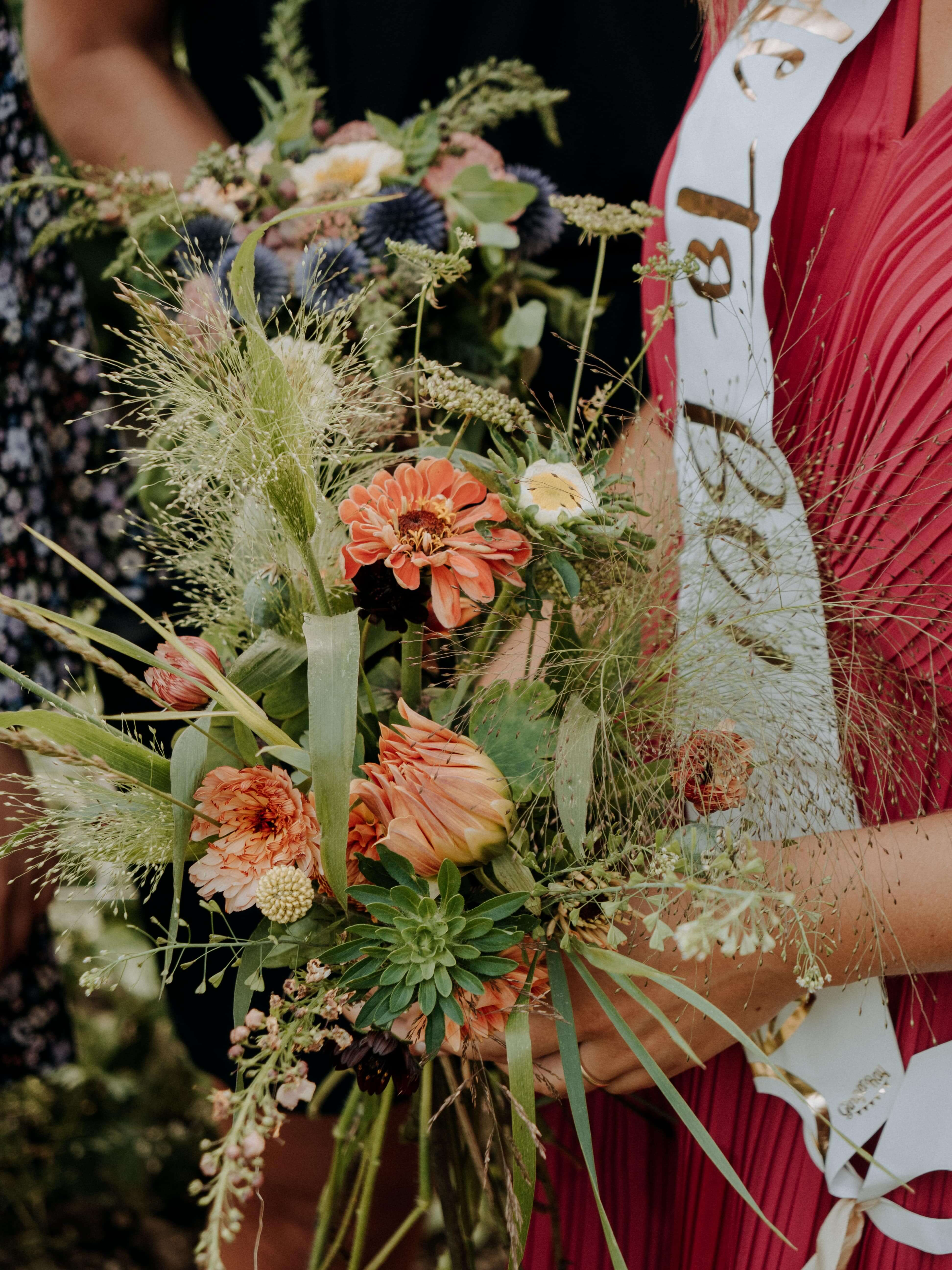 Möhippa i blomsterbäddar