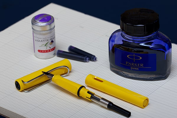 Cơ chế bơm mực của bút máy cao cấp