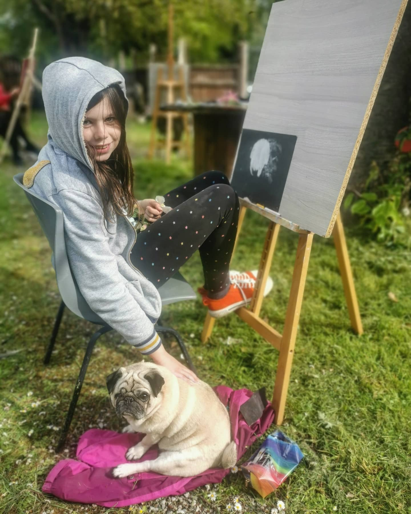Outdoor drawing class with Molly the pug  #drawingclass #childrensartclass #chester