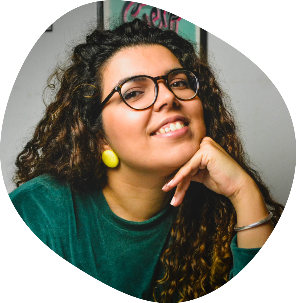 Picture of Catarina, the designer and illustrator.