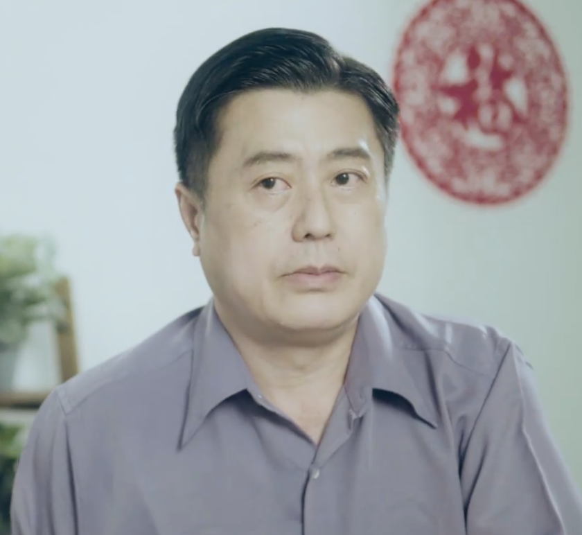 serious father played by Lim Hui Hong