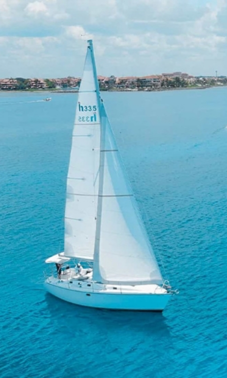 Sailing in Riviera Maya