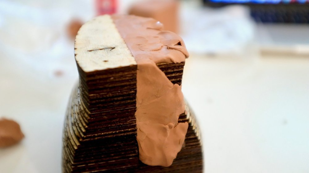 Start of applying the clay skin.