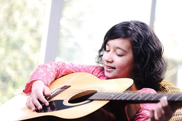 Anna studies guitar at Greenwich Arts Academy