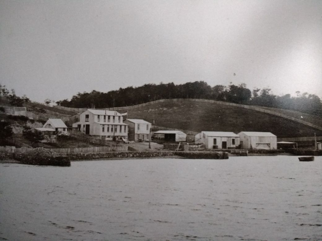 Old image of the beginnings of Estancia Harberton