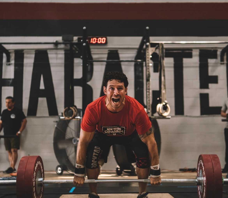 man-lifting-barbell