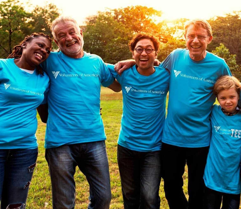 group-of-volunteers-smiling