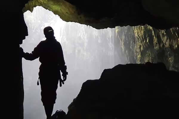 Lookingoutintotheawe-inspiringAlumPotmain shaft