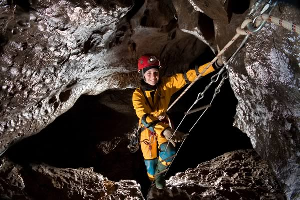 Abouttoenterthe Kingsdale Master Cave (Photo: Dave Ryall)