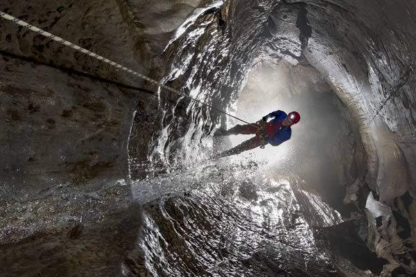 A refreshing descent of Swinsto Hole, Kingsdale (Photo: Mark Burkey)