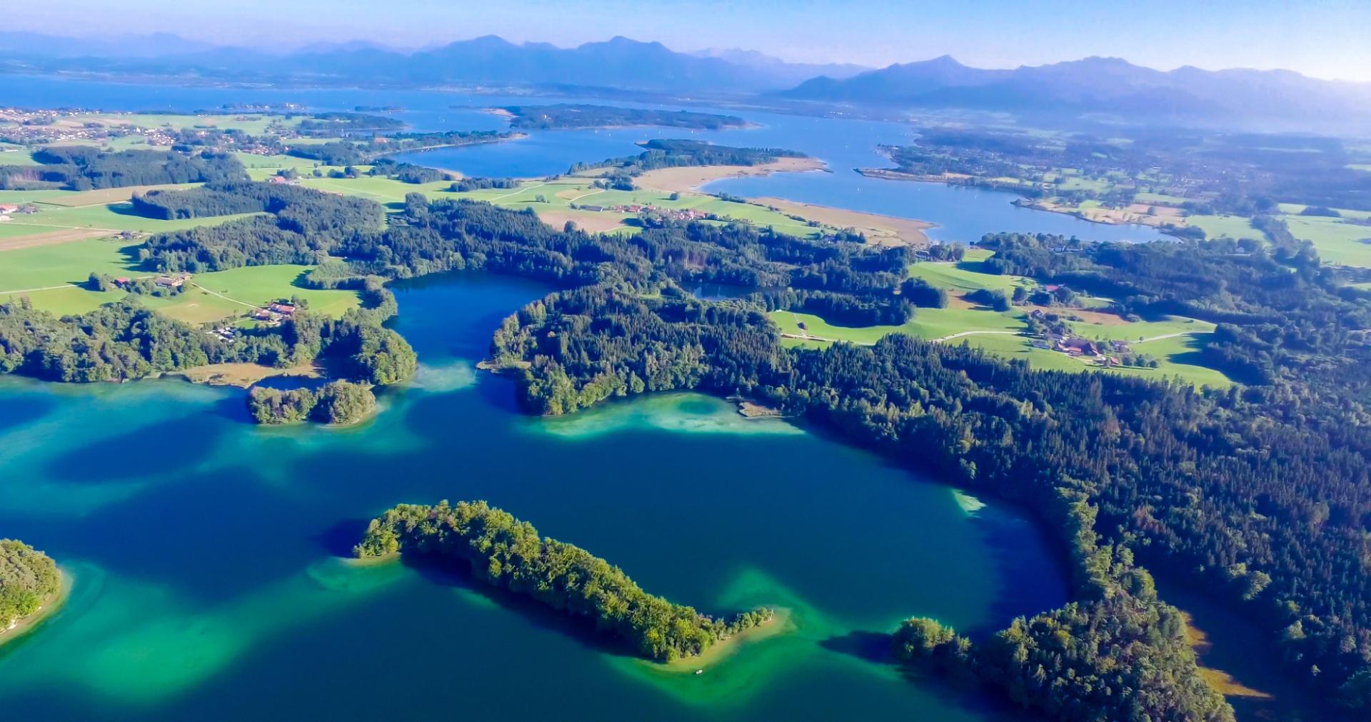 Luftbildaufnahme vom Chiemsee