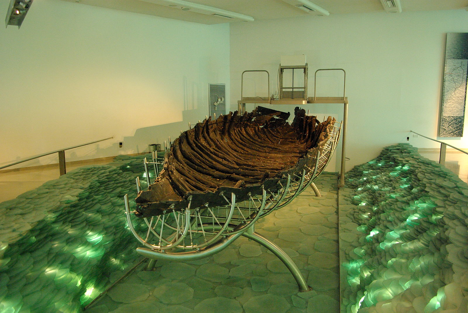 Bateau mer Galilée musée lumière charpente