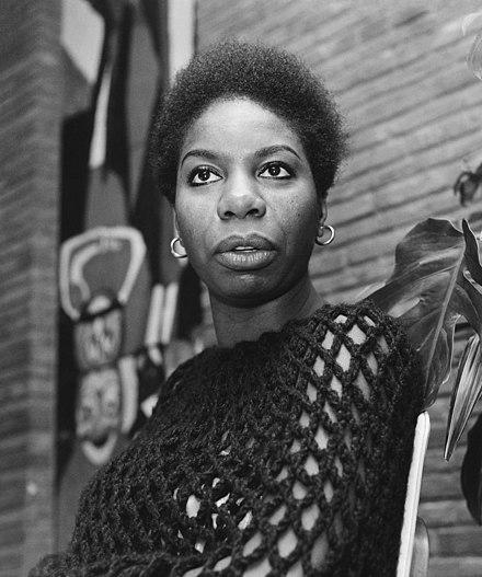 Chanteuse femme robe regard Sinnerman Nina Simone