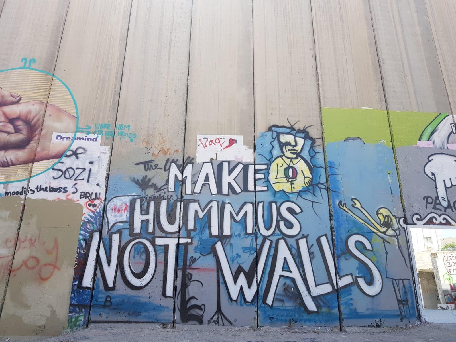 Mur Jerusalem Palestine graffiti make hummus not walls