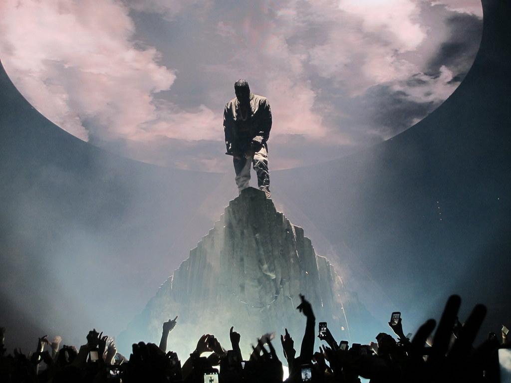 concert homme roche ciel chanteur rap américain musique Jesus walks Kanye West