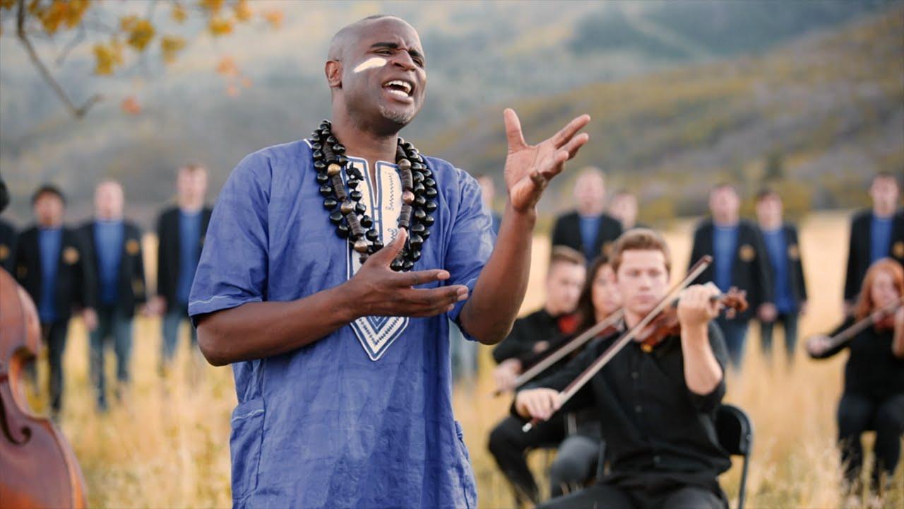 Musique chanteur Notre Père Swahili Baba Yetu orchestre philarmonique