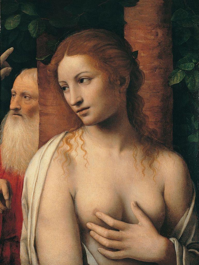 femme seins nu mains cache regard côté