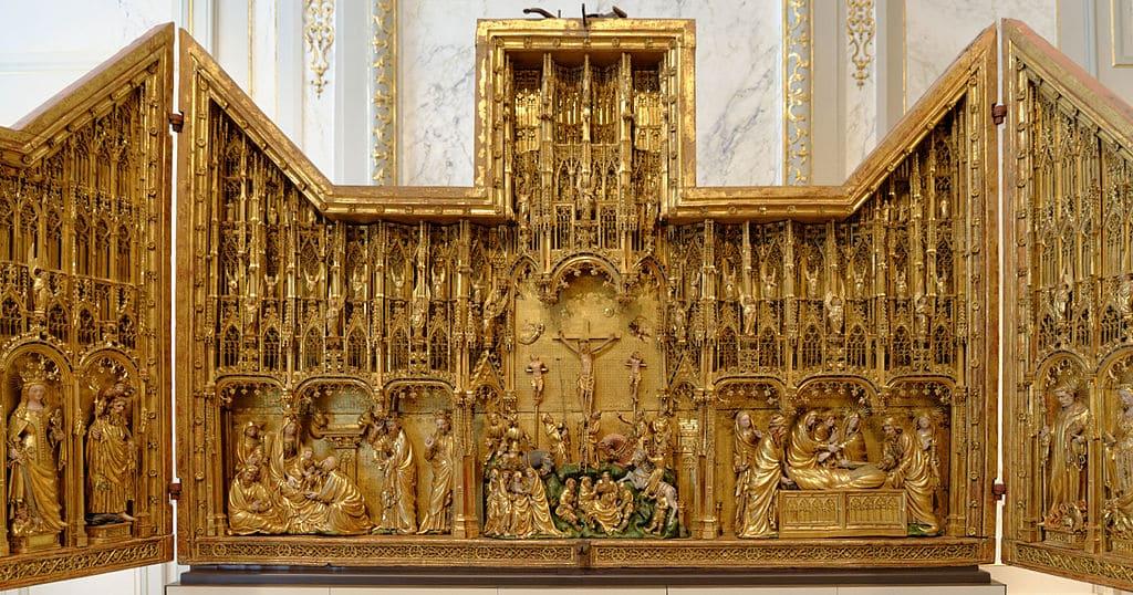 retable église sculpture croix triptyque