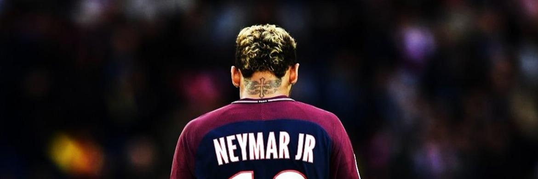 Footballeur tatouage croix Neymar
