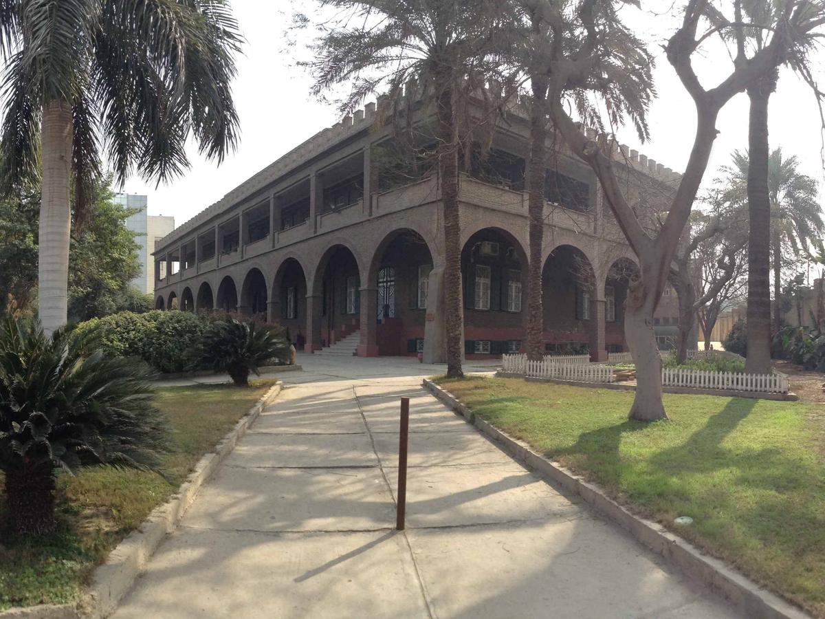Institut dominicain d'études orientales jardin arbres verdures agréables café Caire